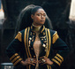 シェニア・フランサ『シェニア』 アフロ・ブラジルの伝統と現代の背景を交差させる注目の歌姫
