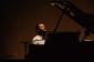 カルロス・アギーレ『La música del agua』 現代フォルクローレの先駆者や同世代の仲間と描いたラ・プラタ川めぐるピアノ弾き語り
