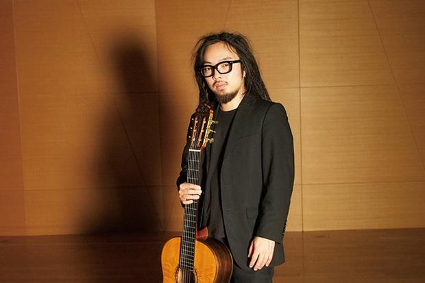 表現に枠を課さない笹久保伸の最新作は、高橋悠治の最初期作から近作までを一望のもとに聴かせるギター作品集