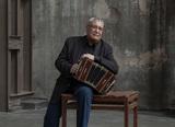 ディノ・サルーシ(Dino Saluzzi)『Alboras』バンドネオンだけで奏でられる、沈黙の次に静謐な響き