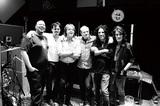 創始者アリス・クーパーが復活させたハリウッド・ヴァンパイアーズ、たくさんの仲間巻き込んだ初アルバムで描く伝説の続き
