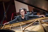 ピアノ界の新星・反田恭平、人気上昇中のアンドレア・バッティストーニ指揮のもと熱く深くラフマニノフ奏でた新作を語る