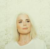 ナタリー・スレイド(Natalie Slade)『Control』ハイエイタス・カイヨーテの鍵盤奏者がプロデュース 涼やかな越境ソウルを聴かせるデビュー作