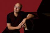 ジョン・ビーズリー『MONK'estra Plays John Beasley』モンク生誕100年を記念したオーケストラと表現する〈マルチ・グルーヴ〉