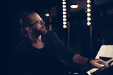 スワヴェク・ヤスクウケ『Senne』 ポーランドのジャズ・ピアニストが新たな段階へ突入、音色への好奇心を語る