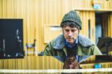グリフ・リース(Gruff Rhys)が新作『Babelsberg』で掴み取ったポップ・ミュージックの本当の姿