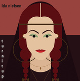 サードアイガールで活躍したベーシスト、アイダ・ニールセンのプリンスに捧げた新作は自身の歌唱交えて軽やかなファンク世界を構築