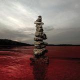 セヴンダスト(Sevendust)『Blood & Stone』アトランタ産ヘヴィー・ロックの重鎮が鋭くも哀切に迫る