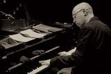 ポーランドの俊英ピアニスト、マルチン・ボシレフスキが語るECMとの蜜月とトリオでの近作『Spark of Life』