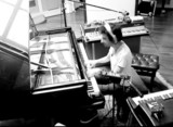 多彩&独創的な音楽性の紹介動画としても秀逸! ティグラン・ハマシアン新作『Mockroot』のメイキング映像公開