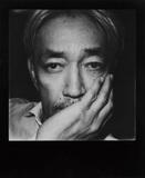 坂本龍一を貫くもの―70年代を振り返る〈Year Book〉第2弾から、復帰後の初作品=映画「母と暮らせば」サントラまで
