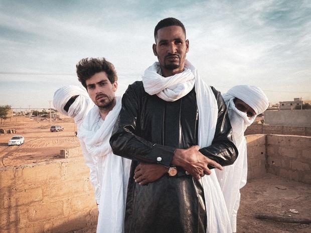 エムドゥ・モクター(Mdou Moctar)、新たなギター・ヒーローが『Afrique Victime』で魅せる〈砂漠のサイケデリック・ロック〉の世界