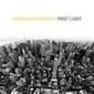 UKのジャズ・ピアニスト、アンドリュー・マコーマックが端正かつ綿密な最新作『First Light』収録曲の動画公開