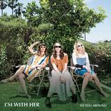 アイム・ウィズ・ハー 『See You Around』 サラ・ワトキンスらブルーグラス/アメリカーナ・シーンで活躍する音楽家のトリオ作