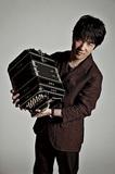 再び、役者は揃った! バンドネオン奏者・小松亮太が挑む新たな感動の舞台〈タンゴの歌 featuring バルタール&グラナドス〉